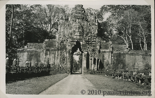 Angkor_Thom_South_Gate_copyright