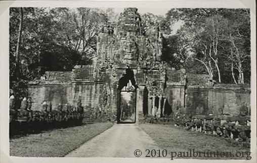 Angkor_Thom_South_Gate_copyright
