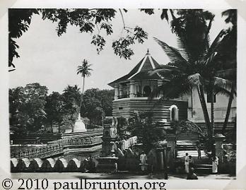 Buddhist_Temple_Kandy_Ceylon_copyright