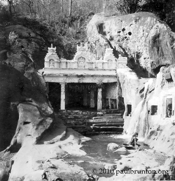 Closeup_of_Kalhatti_Cave_Temple_Mysore_copyright