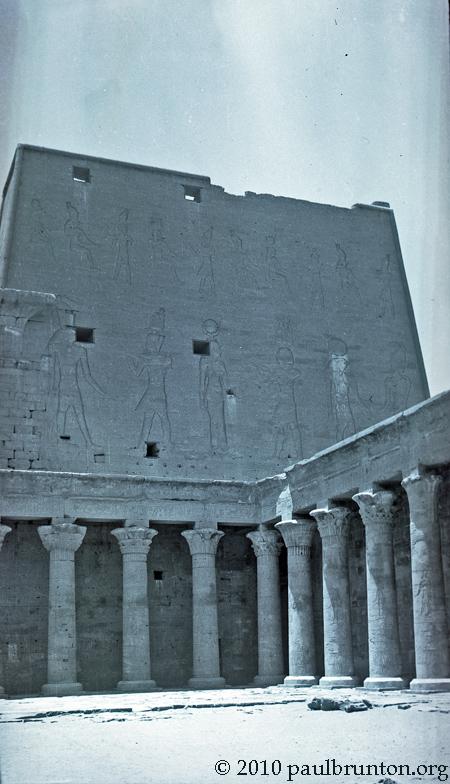 Denderah_reliefs_and_pillars_copyright