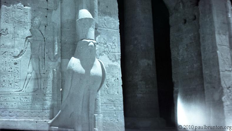 Horus_statue_at_Edfu_copyright