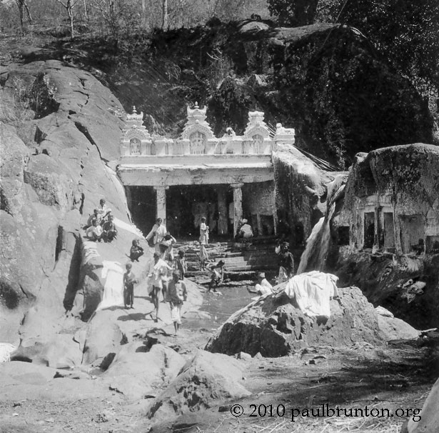 Kalhatti_Cave_Temple_with_devotees_copyright