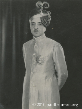 Maharaj_of_Mysore_standing_with_copyright
