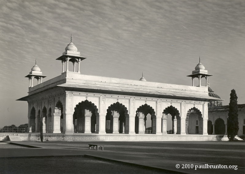 Pearl_Mosque_in_Delhi_2nd_view_with_copyright