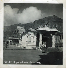 Temple_and_Mount_Arunachala_circa_1930_copyright
