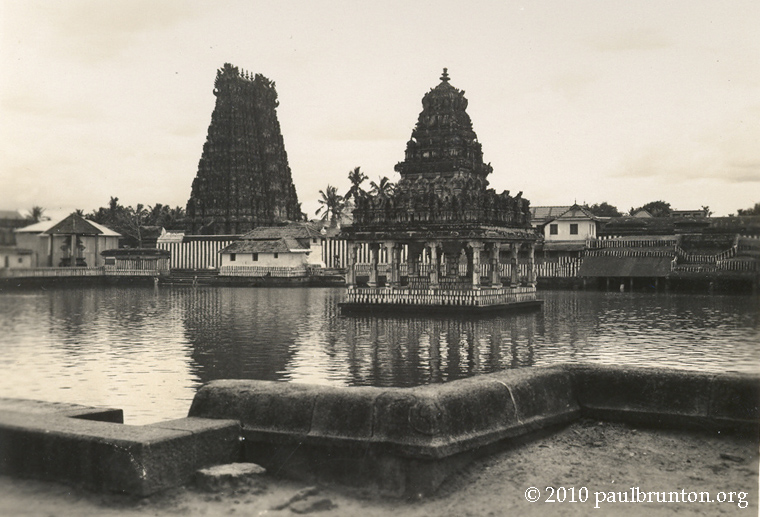 Travancore_Temple_and_Tank_with_copyright