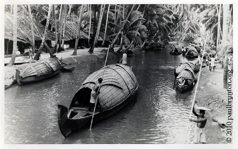 Travancore_canal_at_Alleppey_copyright
